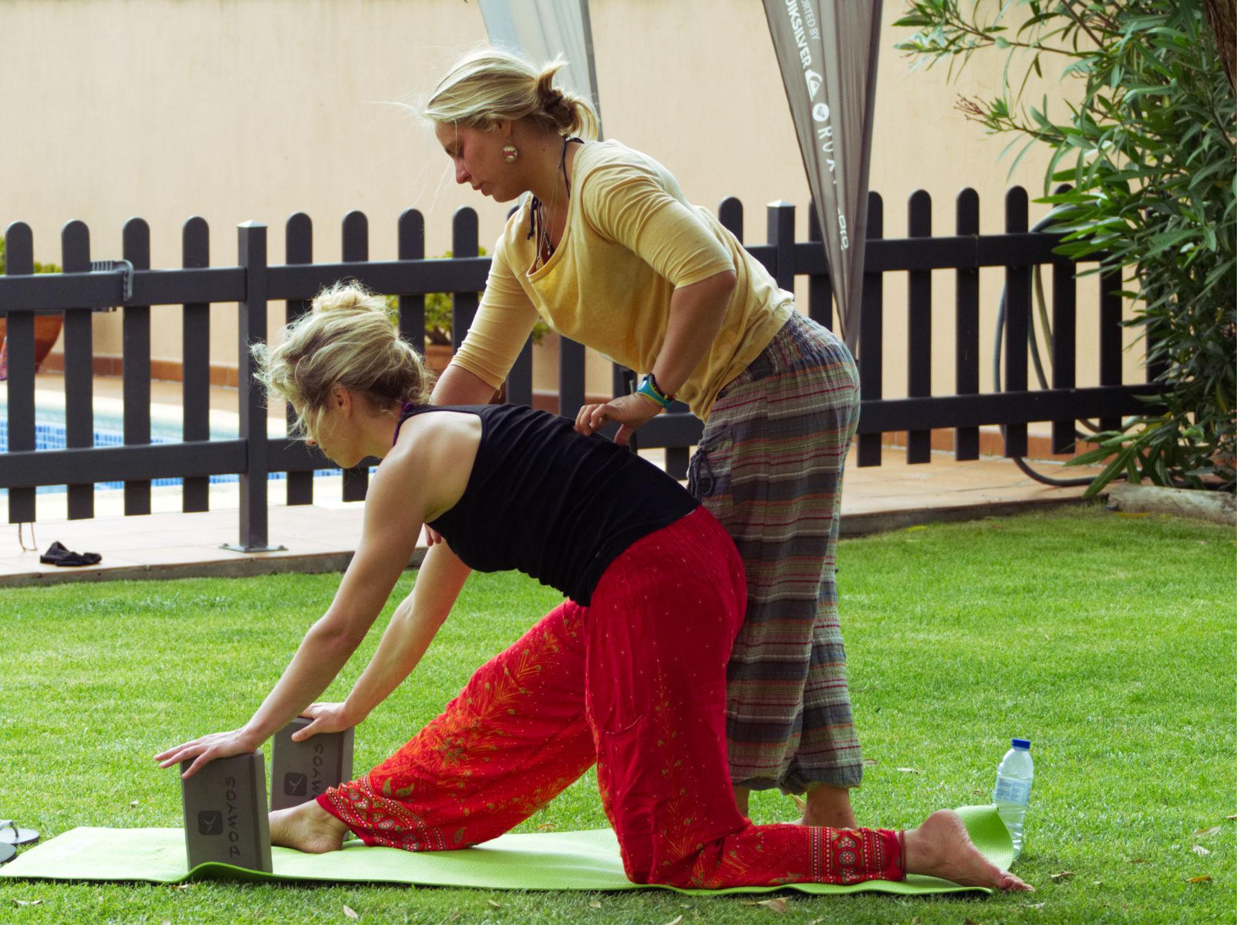 esperti istruttori yoga surf camp portogallo