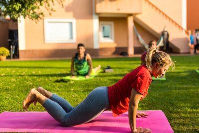 lezioni yoga surf scuola portogallo