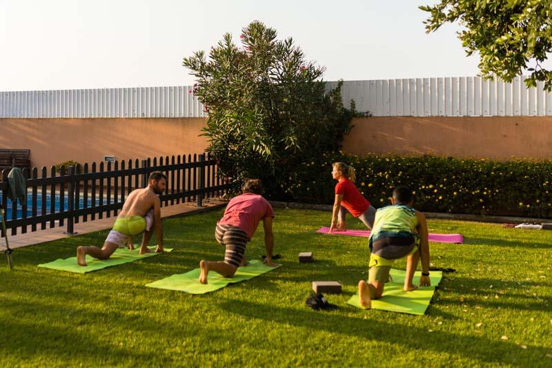 yoga tramonto lezione surf camp