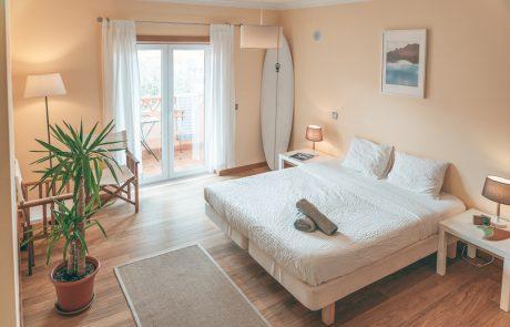 camera-doppia-balcone-surf-house-portogallo